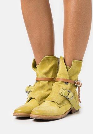 Cowboy/biker ankle boot - zen