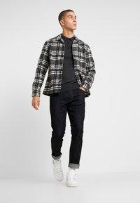 Wrangler - LARSTON - Slim fit jeans - dark rinse - 1