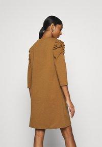 ONLY - ONLVIOLA DRESS - Robe en jersey - rubber - 2