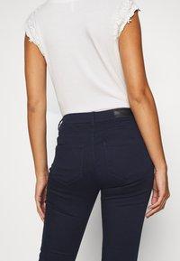 Vero Moda Petite - VMHOT SEVEN SLIM PUSH UP PANTS - Trousers - navy blazer - 4