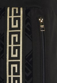 Glorious Gangsta - BARCO - Tracksuit bottoms - black/gold - 5
