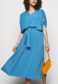 Henrik Vibskov - NEW JELLY DRESS PLISSE - Denní šaty - blue - 5