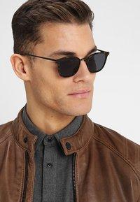 Le Specs - RACKETEER - Sluneční brýle - smoke - 1