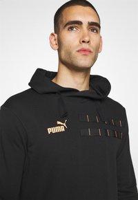 Puma - CASUALS HOODY - Sweat à capuche - black/fizzy orange - 6