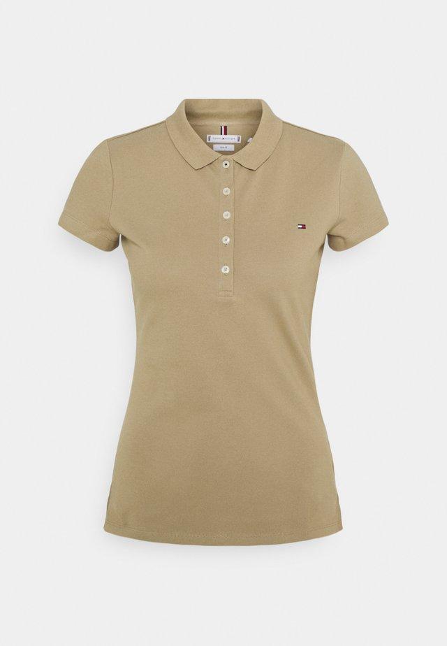 SHORT SLEEVE SLIM - Polo shirt - camel