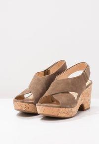 Clarks - MARITSA LARA - Sandály na platformě - olive - 3