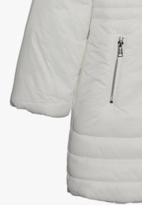 Guess - JUNIOR PADDED HOODED LONG JACKET - Płaszcz zimowy - white clay - 2