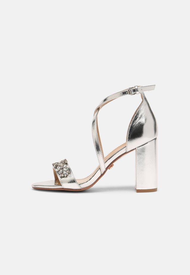 SHOWCASE BUTTERFLY - Sandals - silver
