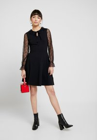 Dorothy Perkins - DETAIL FIT and FLARE - Robe en jersey - black - 1