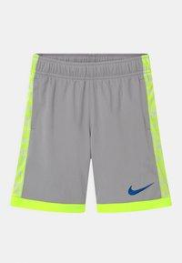 Nike Sportswear - TROPHY - Shorts - smoke grey - 0