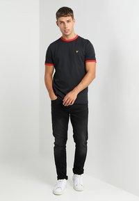 Lyle & Scott - RINGER - T-shirt - bas - true black - 1