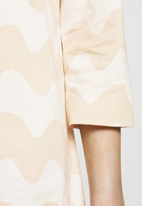 Marimekko - CLASSICS RIIPPUMATON PIKKUINEN LOKKI DRESS - Jersey dress - white/beige - 5