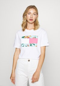 Tommy Jeans - HAWAII FLAG TEE - Print T-shirt - white - 2