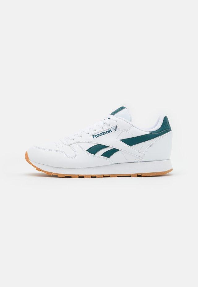 CL VEGAN UNISEX - Tenisky - footwear white/midnight pine