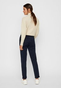 Vero Moda - VMMAYA LOOSE SOLID PANT  - Broek - night sky - 2