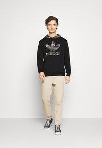 adidas Originals - CAMO BLOCK - Hoodie - black - 1