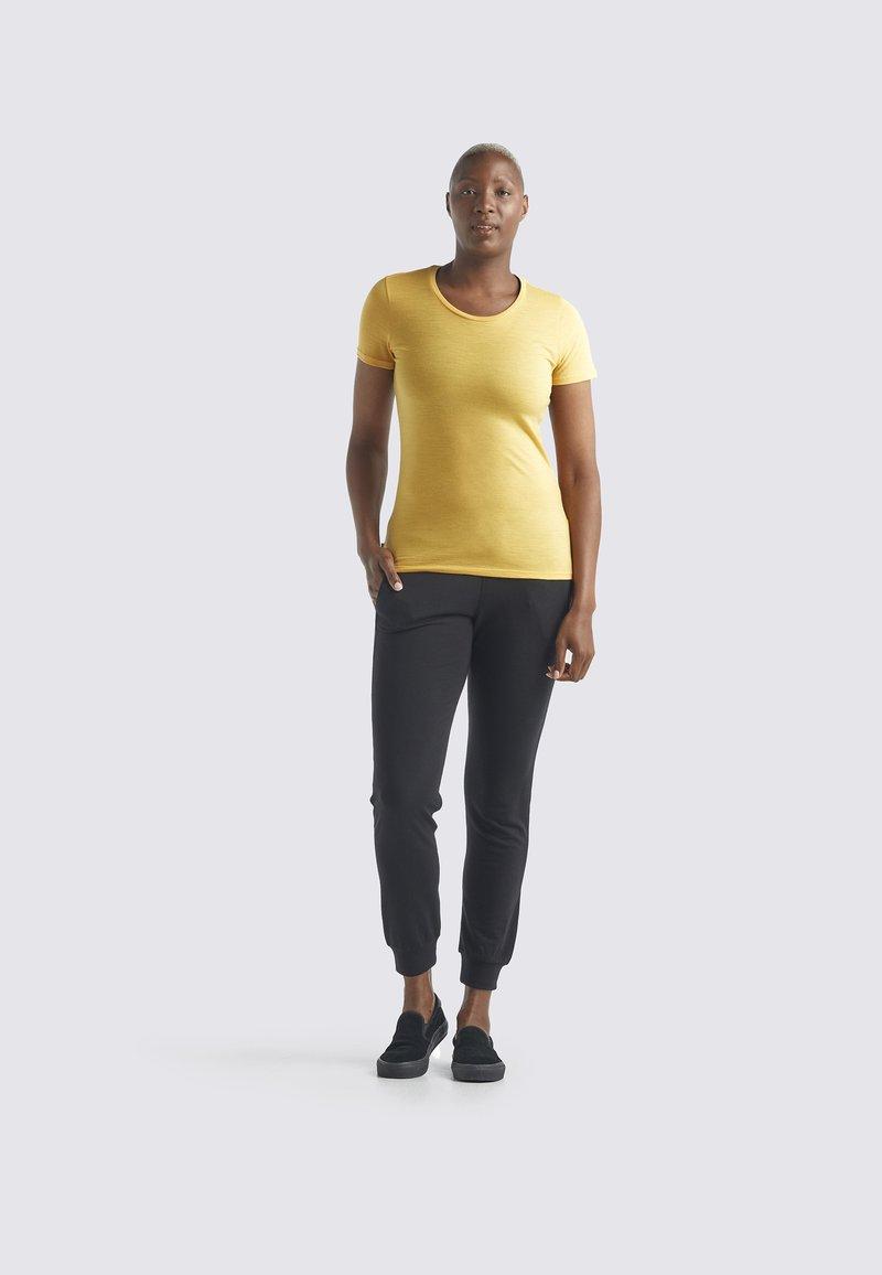 Icebreaker - Basic T-shirt - safflower