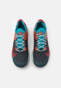 Nike Performance - PEGASUS TRAIL 2 GTX - Løbesko trail - dark smoke grey/bright crimson - 3