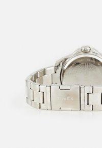 Timex - ESSEX AVENUE MULTIFUNCTION - Watch - silver-coloured/black - 1