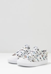 adidas Originals - NIZZA DISNEY SPORT GOOFY - Trainers - footwear white/scarle/core black - 3