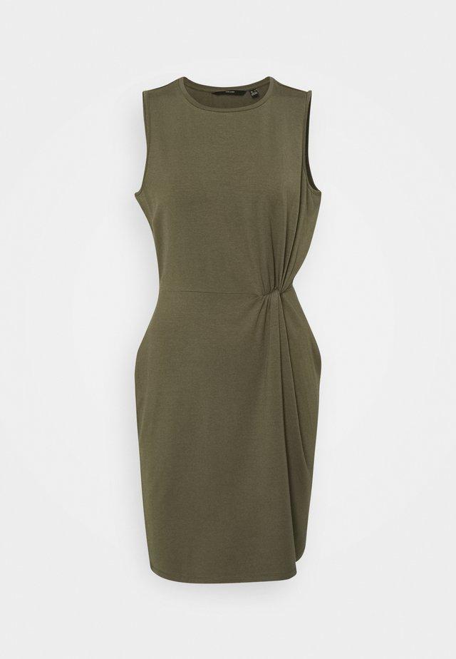 VMKIANA DRESS - Žerzejové šaty - ivy green