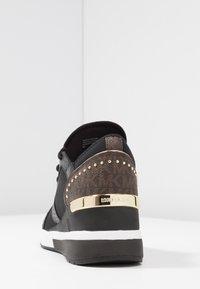 MICHAEL Michael Kors - LIV TRAINER - Sneakers laag - black/brown - 5