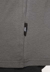Hoodrich - CORE - Print T-shirt - charcoal - 3