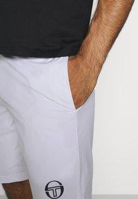 sergio tacchini - CHECK - Sports shorts - white/navy - 4