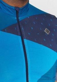 Triple2 - VELOZIP MEN - T-shirt con stampa - mykonos blue - 4