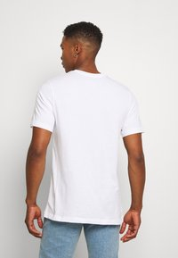 Nike Sportswear - TEE - Print T-shirt - white/black - 2