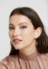 Pilgrim - EARRINGS SKULD - Earrings - gold-coloured - 1