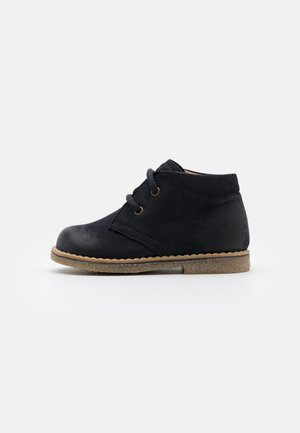 COPER MEDIUM FIT - Casual lace-ups - dark blue