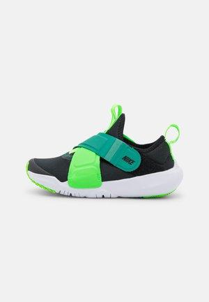 FLEX ADVANCE BP UNISEX - Zapatillas - black/green strike/green noise