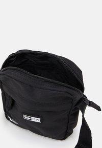 New Era - SIDE BAG - Bandolera - black - 2