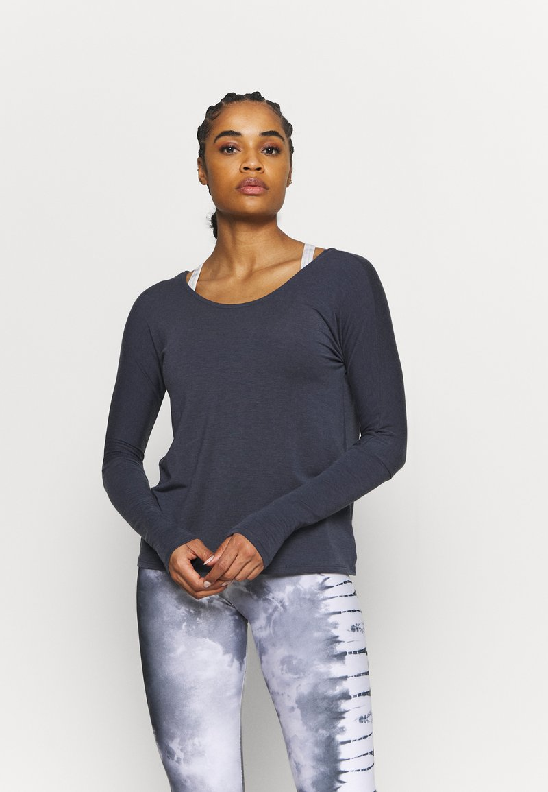 Onzie - DRAPEY V BACK - Long sleeved top - ombre blue