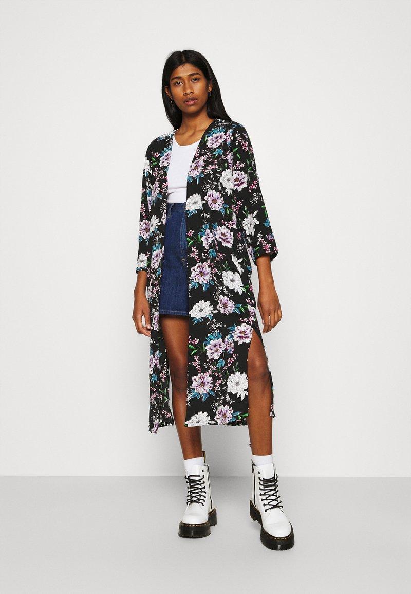 JDY - JOSEPHINE LONG KIMONO - Summer jacket - black/white/blue