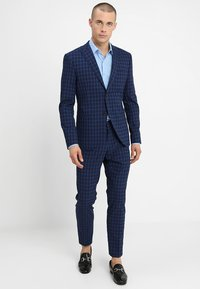 Isaac Dewhirst - FASHION  SLIM FIT - Oblek - navy - 0