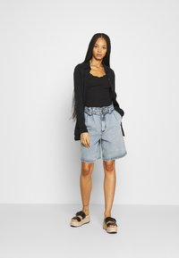 Missguided - 2 PACK - Basic T-shirt - black/cream - 1