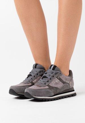 DARUVAR - Zapatillas - gris