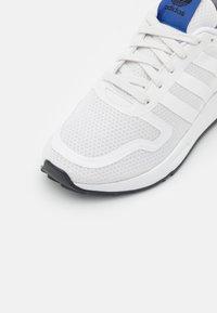adidas Originals - MULTIX  - Trainers - crystal white/footwear white/core black - 5