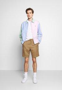 Polo Ralph Lauren - CLASSIC FIT NEWPORT - Shorts - desert khaki - 1