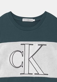 Calvin Klein Jeans - COLOUR BLOCK MONOGRAM  - Print T-shirt - blue - 2