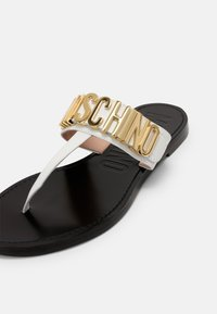 MOSCHINO - T-bar sandals - bianco - 5