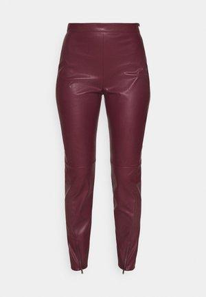 PANTALONI - Trousers - lava red