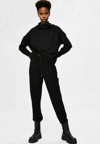 Selected Femme - Verryttelyhousut - black - 1