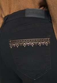 Desigual - DENIM_FLOYER - Jeans slim fit - black denim