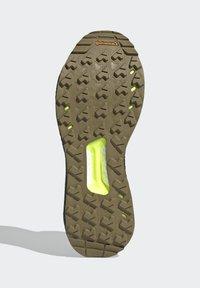 adidas Performance - TERREX FREE HIKER GORE-TEX PRIMEKNIT - Klatresko - beige - 4