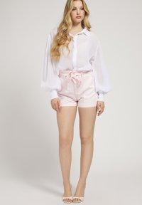 Guess - JANNA - Shorts - rose - 1