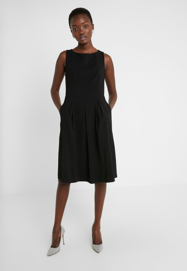 UGAMI STRETCHNORMA DRESS - Vapaa-ajan mekko - black