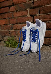 adidas Originals - SUPERCOURT SPORTS INSPIRED UNISEX - Trainers - footwear white/collegiate royal